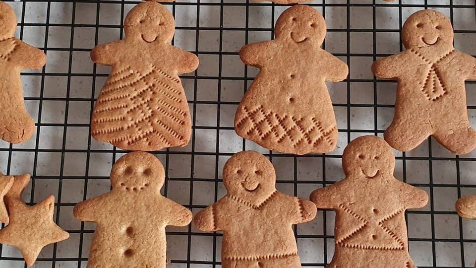 Gingerbread biscuits lesson cooking on zoom